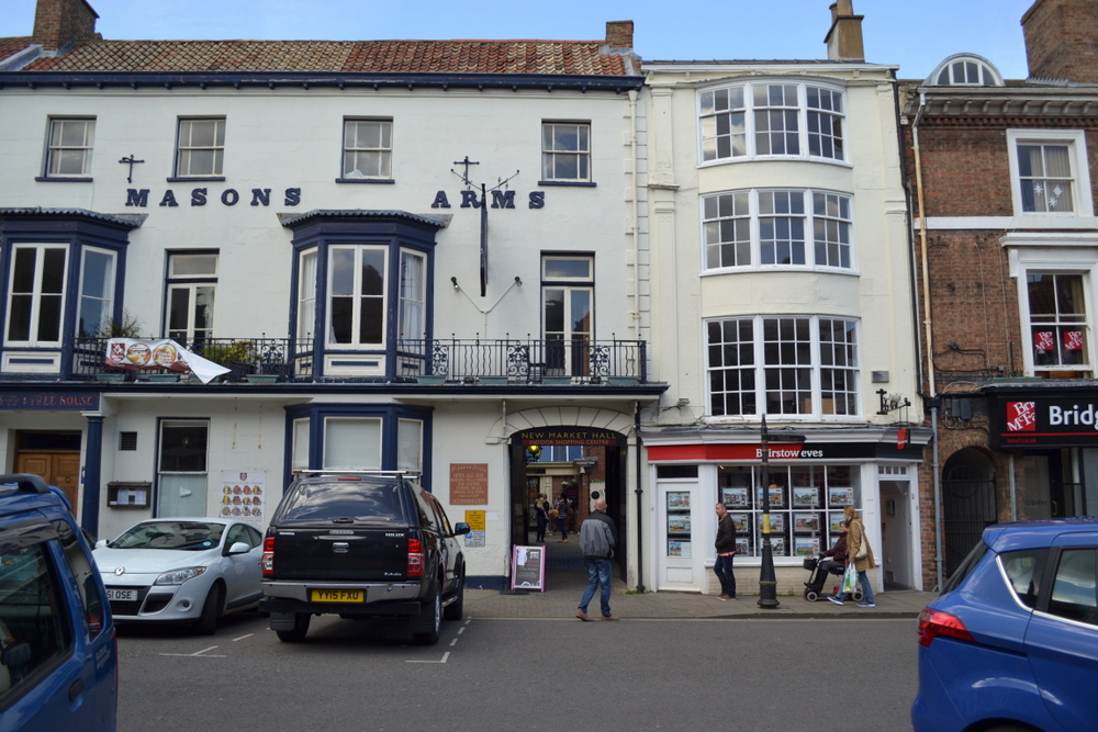 UNDER OFFER 13 CORNMARKET LOUTH LN11 9PY,